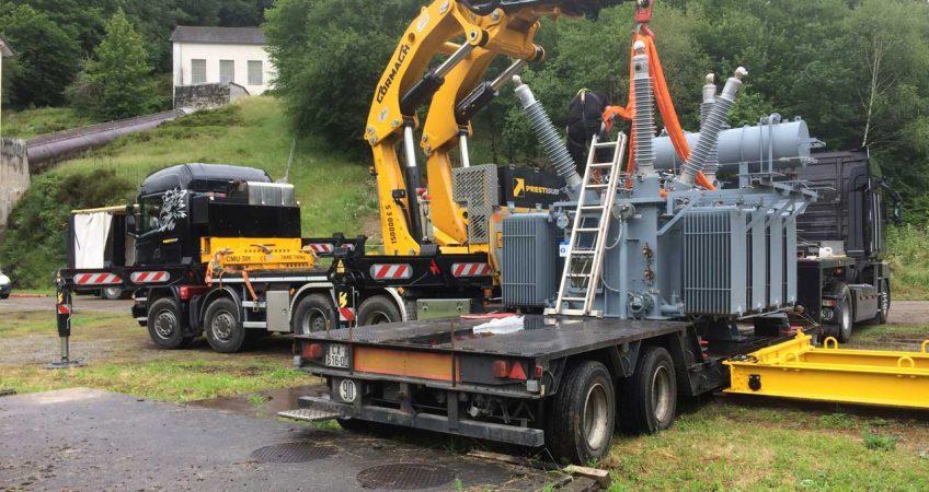 Déchargement à l'aide de notre camion bras de grue 150T/M